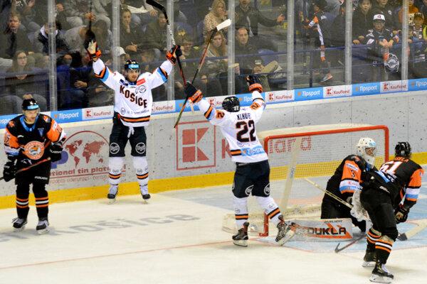 Radosť hokejistov HC Košice, ktorí vzaplnenej Steel Aréne zdolali Michalovce 3:0.