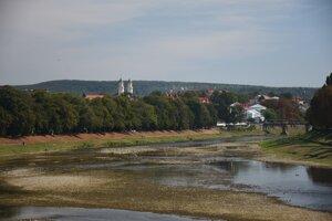 Pohľad na rieku Už a priľahlé centrum mesta z mosta Tomáš Garrigua Masaryka.