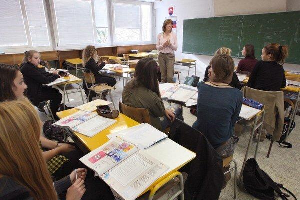 Zamestnanci zrušenej strednej školy zostávajú bez zamestnania.
