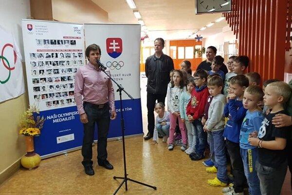 """Michal Martikán vo svojej """"domovskej"""" škole."""