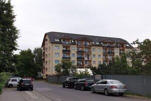 Na snímke Česká ulica v Rimavskej Sobote so sociálnou bytovkou, kde časť neprispôsobivých občanov obťažuje ostatných obyvateľov lokality.