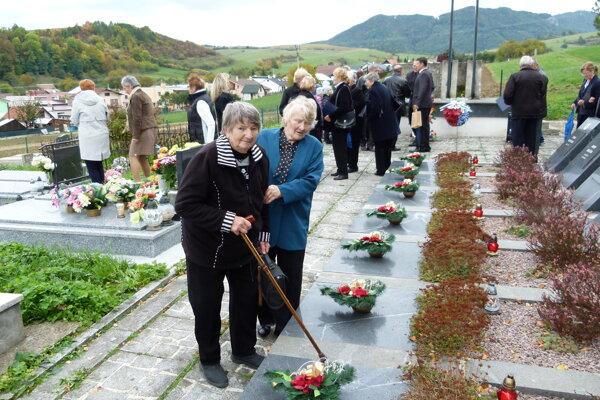 Na Bukovinách im fašisti zabili otcov. Ľudmila Jesenská (vľavo) mala vtedy päť rokov.