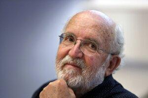 Švajčiarsky astrofyzik Michel Mayor si nemyslí, že ľudstvo niekedy opustí Slnečnú sústavu.