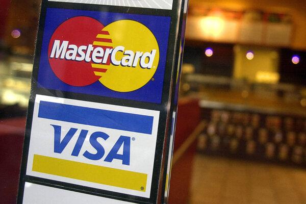 Firmy Visa a Mastercard opúšťajú projekt Facebooku.