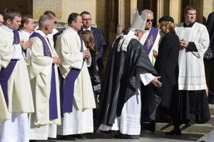 Zádušnú omšu celebroval arcibiskup Dominik Duka.
