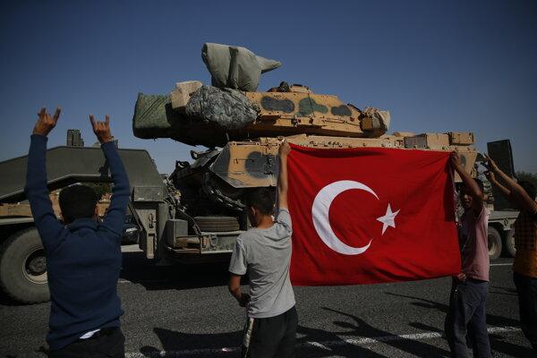 Sýrčania sa tešia príchodu tureckých vojsk.