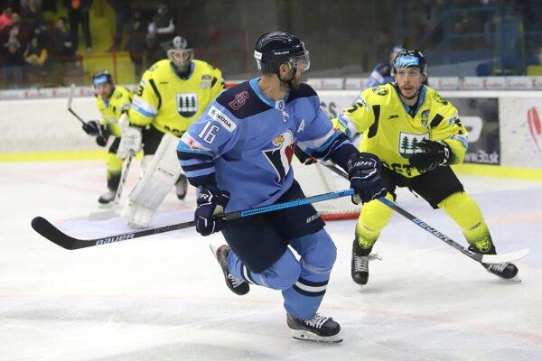 Momentka zo zápasu Detva - Slovan.