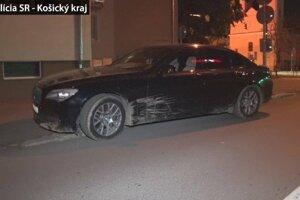 Na cudzom aute vrazil do stromu.