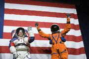 Skafandre, ktoré využijú astronauti pri ceste na Mesiac a pri prácach na povrchu Mesiaca.