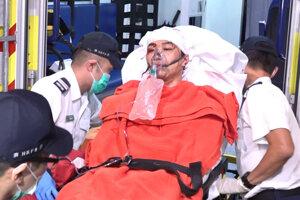 Jimmyho Shama, jedného z lídrov prodemokratických protestov v Hongkongu, odvážajú do nemocnice.