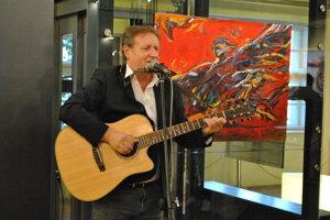 Okrem maľovania sa Igor Cvacho dlhé roky venuje aj hudbe.