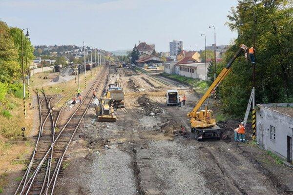 Na snímke železničná stanica v Rimavskej Sobote, kde firma Strabag realizuje rekonštrukciu technických zariadení s nákladmi vo výške zhruba 12,3 milióna eur.