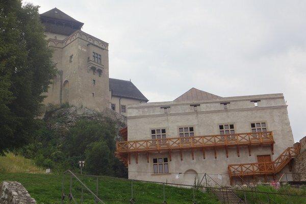 Otvorenie historických kasárni na hrade odložili na jún.