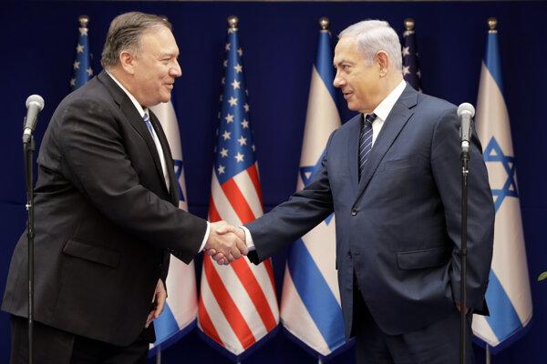 Mike Pompeo (vľavo) a Benjamin Netanjahu.