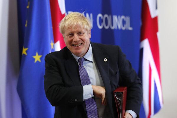 Boris Johnson sa z Bruselu vracal spokojný.