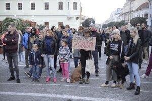 Ľudia protestujú aj v Trnave