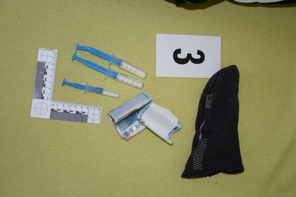 Drogy našli policajti aj v detskej izbe.