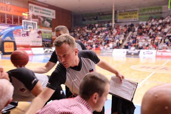 Hlavného rozhodcu Mareka Kúkelčíka v Prievidzi inzultoval divák.