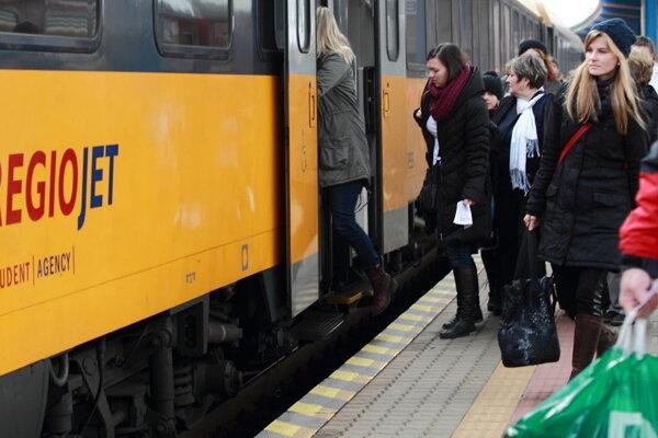 O cestovanie na trati Bratislava - Komárno je čoraz väčší záujem.