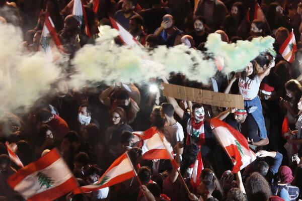 Protestujúci v Bejrúte.