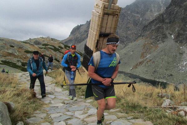 Lipták Martin Trizna a jeho 60 kilový náklad.