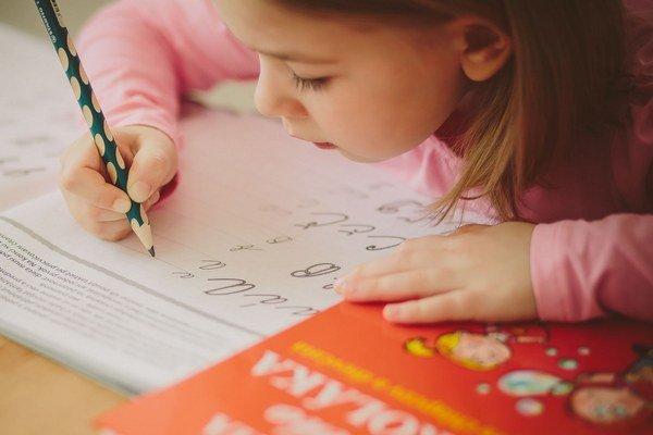 Cvičiť s deťmi treba najmä jemnú motoriku a koncentráciu.