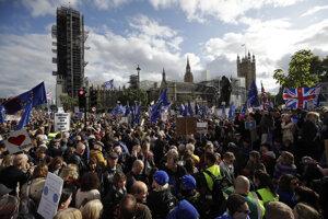 Hnutie People's Vote dotiahlo do ulíc Londýna milión odporcov brexitu. Teraz sa triešti.