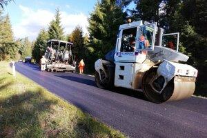 Vodiči sa dočkali opravenej cesty.
