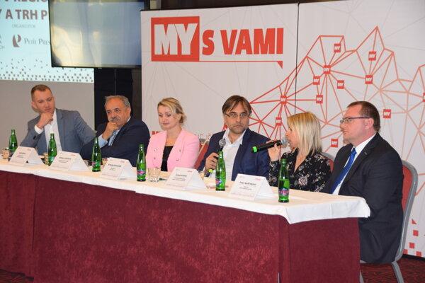 Účastníci stredajšej diskusie o eurofondoch a trhu práce. Zľava: Martin Kapitulík, Jozef Grapa, Adriana Jurišová, Branislav Koscelník, Zuzana Szaraz a Peter Martinisko.