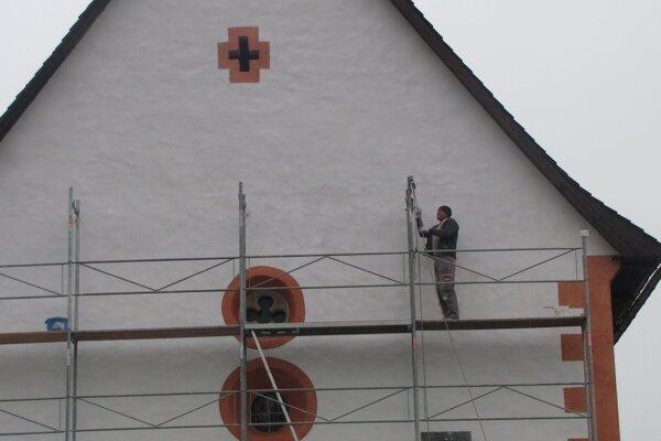 Práce na obnove fasády pred niekoľkými dňami finišovali.