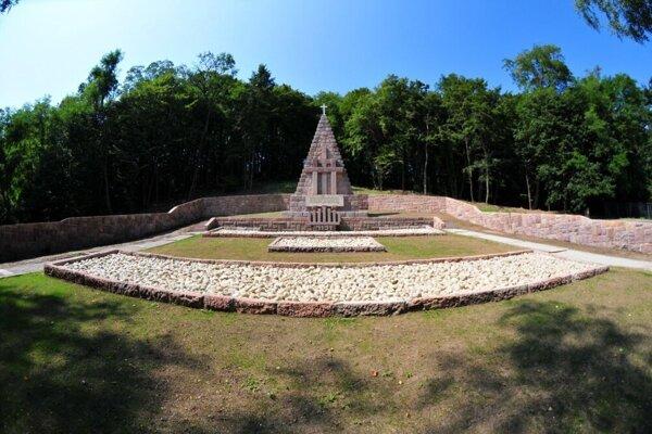 Pamätník obetiam fašizmu v Kremničke.