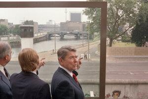 Americký prezident Ronald Reagan na návšteve Berlína v roku 1987.