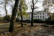 Park kaštieľa v Rusovciach, kde sa začali vykonávať arboristické práce.
