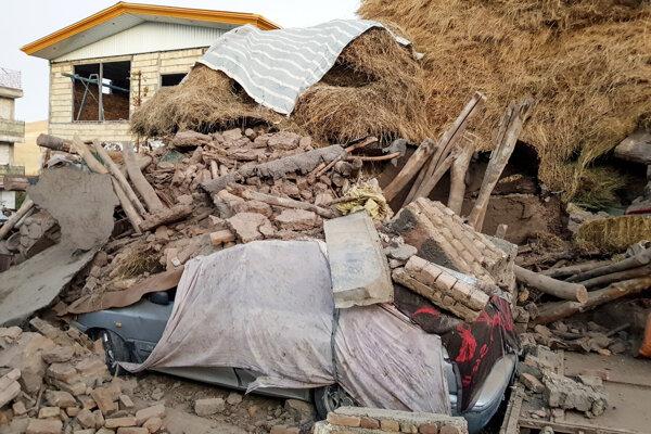 Zemetrasenie si v Iráne vyžiadalo stovky zranených.