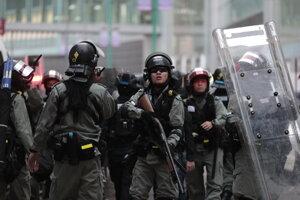 Polícia zasahuje na proteste v Hongkongu.
