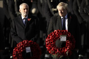 Britský premiér Boris Johnson a líder opozičných labouristov Jeremy Corbyn.