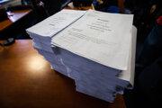 Niekoľko zväzkov vyšetrovacieho spisu k vražde novinára Jána Kuciaka.