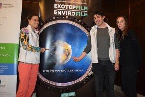 Organizačný tím, ktorý mal na starosti zastavenie Ekotopfilmu v Lučenci.