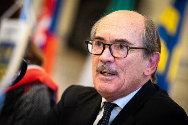 Taliansky národný prokurátor boja proti mafii a terorizmu Federico Cafiero de Raho.