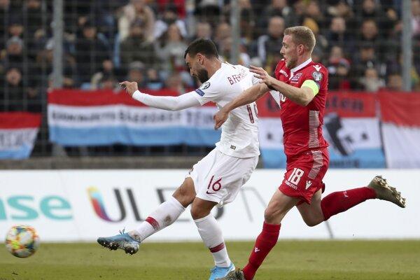 Bruno Fernandes strieľa úvodný gól Portugalska v Luxembursku.