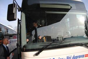 Milan Majerský otestoval terminál v autobuse.