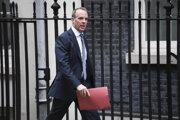 Britský minister zahraničných vecí Dominic Raab predvolal čínskeho veľvyslanca v Londýne.