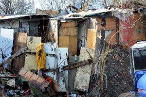 Bývanie sprevádzajú katastrofálne hygienické podmienky.