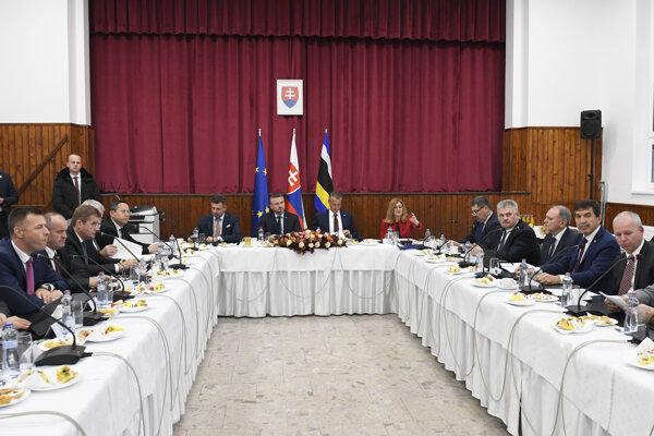 Vláda nedávno zasadala v Slavošovciach.