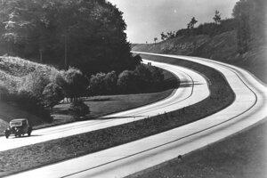 Hitler mal byť najväčším zamestnávateľom v Tretej ríši a autorom projektu diaľnic, tie vraj zamestnávali milióny ľudí. Všetko bola lož propagandy.