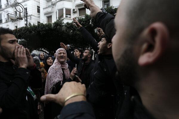 Protest v Alžíri 15. novembra 2019 (ilustračné foto).