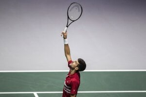 Novak Djokovič reprezentuje Srbsko na finálovom turnaji Davisovho pohára v Madride.