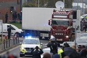Telá 31 mužov a ôsmich žien našli 23. októbra v anglickom meste Grays. Chladiarenský náves, v ktorom boli, pricestoval do Británie trajektom z belgického Zeebrugge.