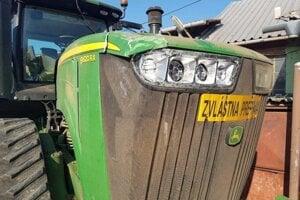 Poškodený traktor.