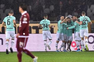 Radosť hráčov Interu Miláno v zápase 13. kola Serie A 2019/2020 proti FC Turín.